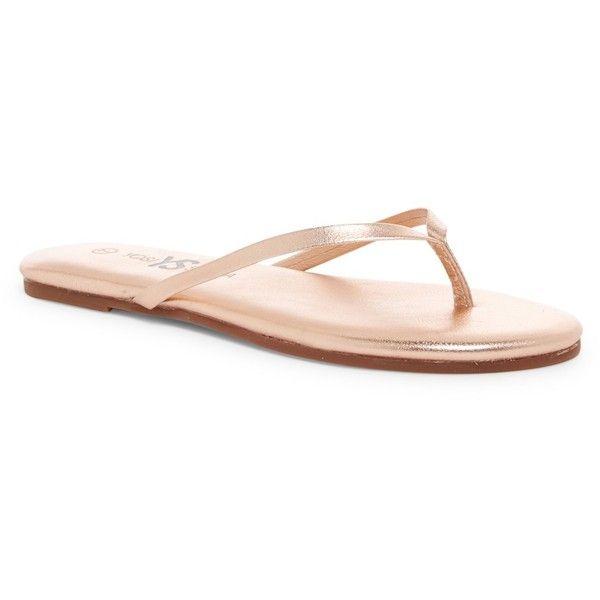 Yosi Samra Metallic Flip-Flop (€18) ❤ liked on Polyvore featuring shoes, sandals, flip flops, rosegold, genuine leather shoes, yosi samra shoes, slip on flip flops, slip-on shoes and slip on sandals