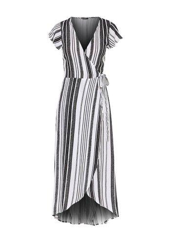 - Long dress motif garis- Warna hitam- Kerah V- Unlined- Relaxed fit- Detail waist tie fastening- Viscose- Tinggi model 173cm, mengenakan ukuran SUkuran pakaian normal, beli sesuai ukuran Anda biasanya