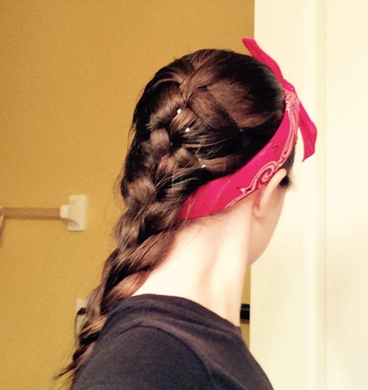 Cute bandana hairstyle - Camping hairstyles - French Braid - Braids - hair style - ways to wear a bandana - teen hair - summer hairdo - easy braid - hairstyles for beginners - messy hair -