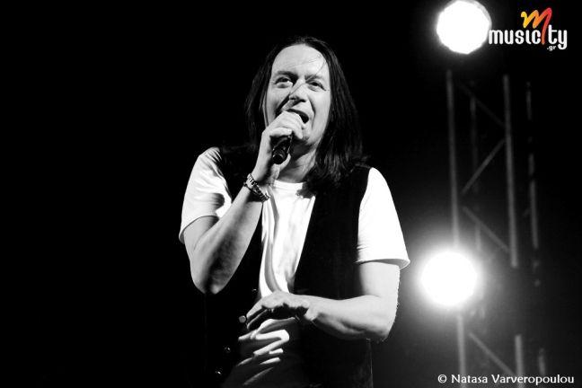 Το musicity.gr επιλέγει το τραγούδι της εβδομάδας 22/9! Λάγνης & Γιάννης Κότσιρας «Χαμογελώ»  «Χαμογελώ», στίχοι διαπεραστικοί, νοήματα βαριά, γεμάτα δύναμη αρκετή για να βγούμε εκεί έξω, για να ζήσουμε, να διαλέξουμε και τέλος να αντέξουμε όπως λέει και το κομμάτι... Μαθήματα ανθρωπιάς αυθεντικής, νοήματα ζωής και αγγίγματα αληθινά, ανιδιοτελή χαμόγελα, αβάσταχτη θέληση και επιθυμία για αλλαγή. Αυτό ακριβώς είναι!