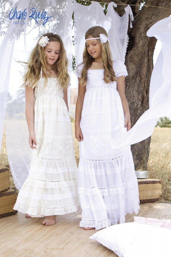Mira qué bonita están estas niñas con sus vestidos de primera comunión ibicencos. Además de cómodas y fresquitas... ¿Os gustan?
