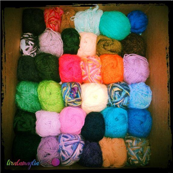 My wool collection: some of my yarn balls - La mia collezione di gomitoli di lana > http://tiralamaglia.blogspot.it/2011/12/una-nuova-scatola-e-il-pretesto-per.html
