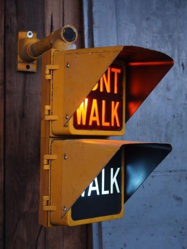 New York feu dont walk americain vintage USA jaune d'origine avec fixations murale
