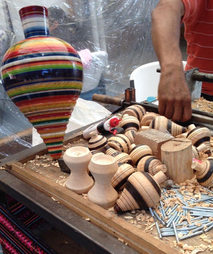 Juguetes de madera, artesanía mexicana. Feria de artesanías en San Miguel de Allende.