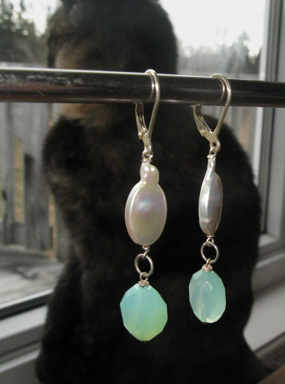Silver Coin Pearl, Chalcedony and Sterling Silver Leverback ‪#‎Earrings‬ by BijouxPdE ‪#‎Jewelry‬ Design ‪#‎JewelryOnEtsy‬ ‪#‎GiftForHer‬
