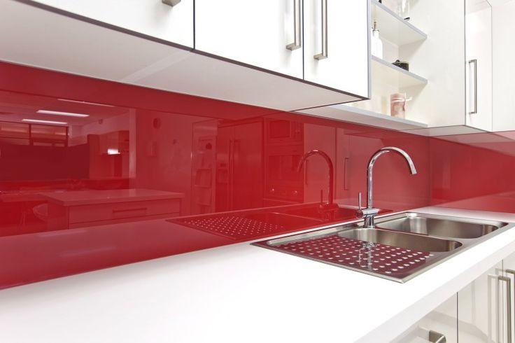 rote küche glasrückwand