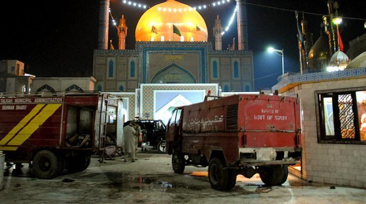 Πακιστάν: Τουλάχιστον 100 «τρομοκράτες» σκοτώθηκαν μετά την πολύνεκρη επίθεση σε ναό :: left.gr