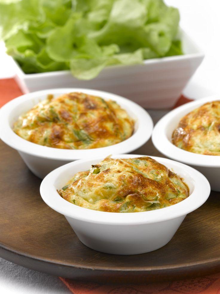 Prepara esta exquisita receta de Molde de porotitos verdes para 5 personas, solo contiene 213 Kcal. por porción.