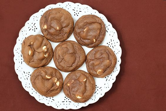 Bailey's Chocolate Cookies | gimmesomeoven.com