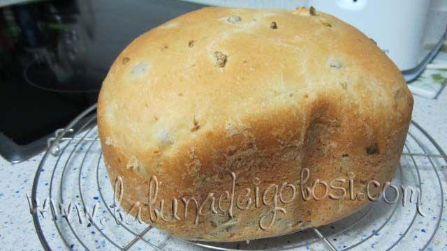 """Non credo di avervi ancora parlato della mia comodissima e usatissima macchina per fare il pane...Peró, come detto nel post del pane alle noci, non solo la uso, ma mi diverto a provare e riprovare ricette nuove e di ogni tipo...""""Prosegui la lettura ..."""""""