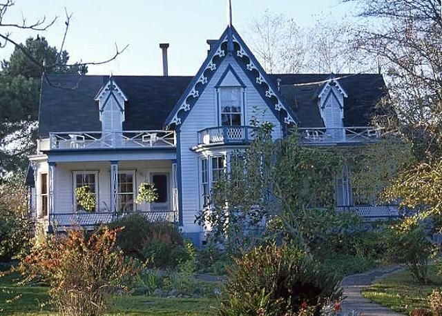 A Photo Tour Of Gothic Revival House Styles And History Carpenter