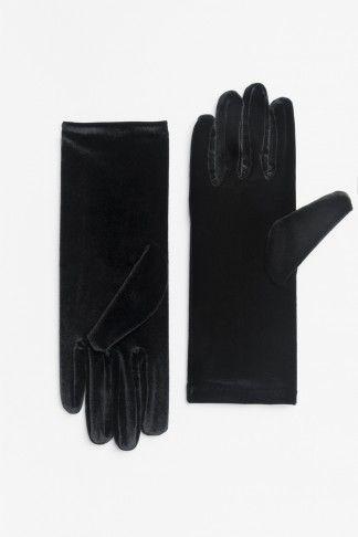 Black velvet gloves (price previously stated)