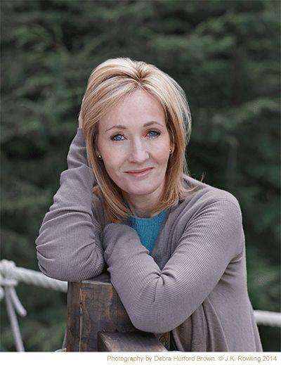 Joanne Rowling (1965), escribe bajo los seudónimos J. K. Rowling y Robert Galbraith, es una escritora británica, conocida por ser la creadora de la serie de libros Harry Potter. Hasta la mujer que más libros ha vendido en la historia utilizó un seudónimo que disfrazara su condición femenina por consejo de sus editores, éstos pensaban que el colectivo de adolescentes a los que iban dirigidos no se interesaría por literatura fantástica escrita por una mujer. #DíadelasEscritoras