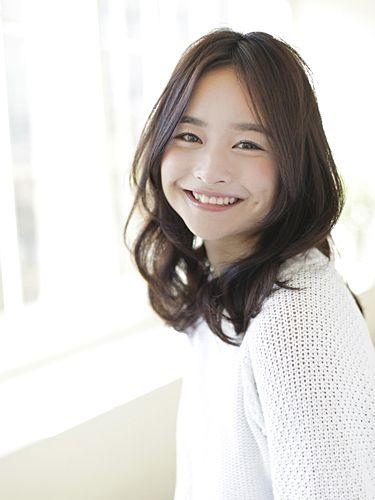 ミディアムっ子のイメチェン可愛いパーマヘアスタイル美容室オーダーカタログ♡|MERY [メリー]
