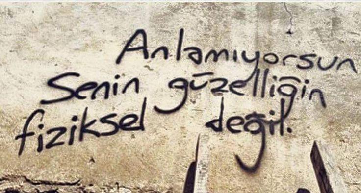 Anlamıyorsun senin güzelliğin fiziksel değil. #Yalnız #Adam #Aşk #Sözleri #Duvar #Yazıları #Acıtır