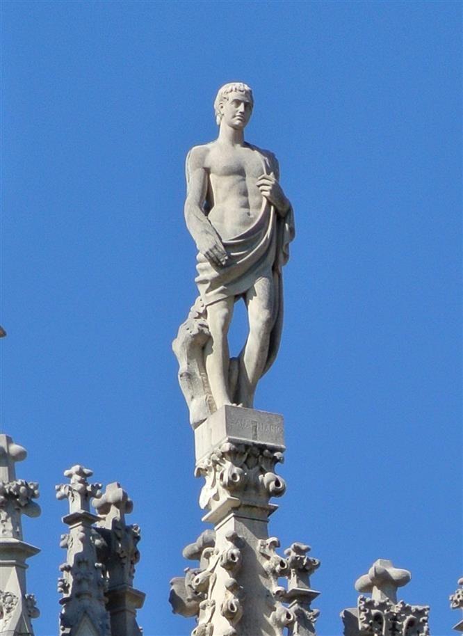 S. Mario G20 #AdottaUnaGuglia #GetYourSpire Ricorrenza 19 Gennaio.  Si presume che Mario e la sua famiglia si siano stabiliti a Roma, ospiti di alcune famiglie cristiane, ma il periodo di tolleranza nei confronti dei cristiani stava finendo e sotto l'impero di Diocleziano cominciò la più terribile delle persecuzioni. La famiglia di Mario si associò al prete Giovanni e un giorno si prestarono a dare degna sepoltura a un gruppo di 260 martiri decapitati. Questo pio atto non passò inosservato.