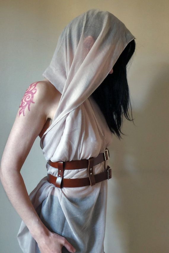 The desert can be a dystopian wasteland of fighting, running, hiding and scavenging but thats no excuse for not looking fabulous, our two story harness and scarf combine to make a stunningly sexy outfit. The scarf can be worn in many ways and we are sure you can come up with a few unique ways just for yourself. Scarf: 71 x 44 inches (please note scarf is 100% viscose therefore see through) Harness belt: 29 - 40 inches Width of Harness: 4 inches ***NOT INCLUDED GOGGLES AND FACE SCARF *UK…