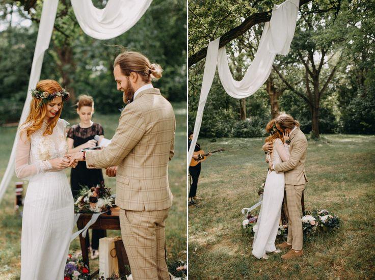 Eniko is wearing a Nora Sarman bridal gown / Eniko and Levente's wedding day / Pinewood Weddings / photo Eli K Photography & Lukas Korynta