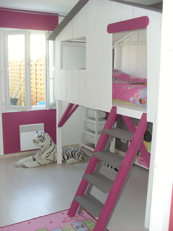 le lit cabane chambre enfant pinterest lit cabane lits et chambres. Black Bedroom Furniture Sets. Home Design Ideas
