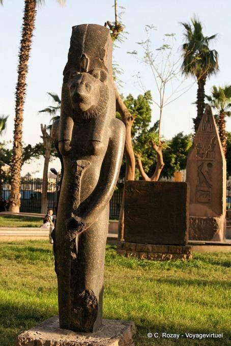 Una diosa con cabeza de león Sekhmet Estatua, Museo de El Cairo - Egipto