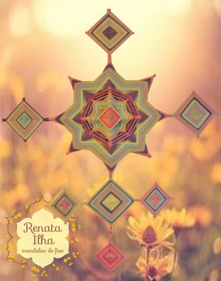 Móbile de parede, tecido com lã acrílica sob varetas de bambu. Mandala principal medindo 40x40cm e mandalinhas 10x10cm.  A mandala de 8 pontas traz a energia de realização daquilo que está somente nos nossos desejos.   As nuances suaves propiciam tranquilidade, ternura e reflexão, clareando a mente e deixando fluir a inspiração.  Ao ofertar para uma criança, estimulamos que ela consiga ser perseverante em seus sonhos e capaz de construir um caminho frutífero com eles.