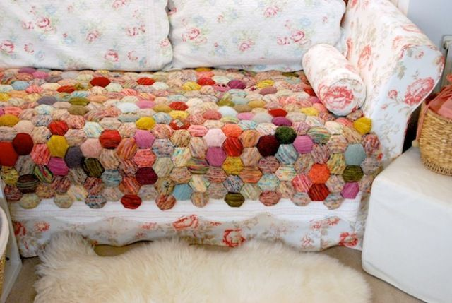 LOVE Knitted quilt on floral couch.  : Quilts Patterns, Owl Knits, Knits Patterns, Yarns, Tinyowl, Beekeeping Quilts, Knits Blankets, Beekeeper Quilts, Tiny Owl