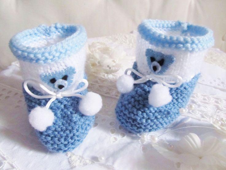 chaussons bleus et blanc pour bébé pointure naissance à 3 mois : Mode Bébé par bebe-chou-by-estefan
