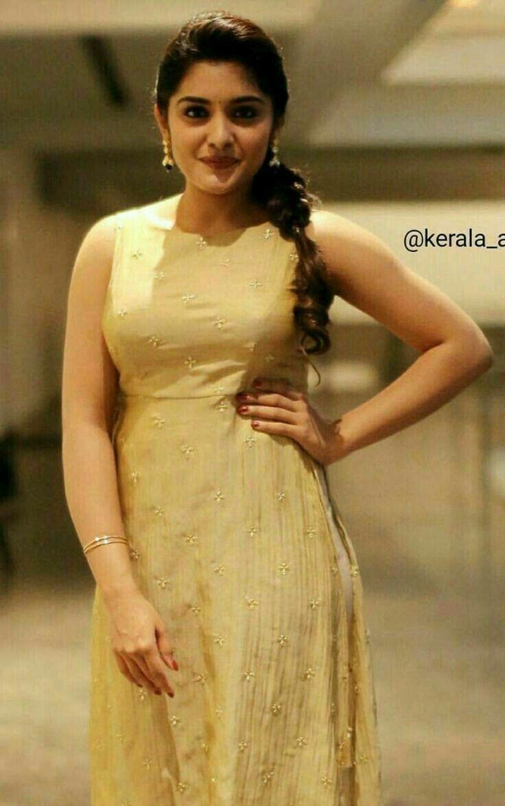 Pin By Radha Nalli On Spl Dresses Beautiful Indian Actress