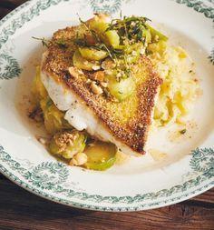 Wer zur Weihnachtszeit auf Fisch setzt, sollte dieses Rezept mit Zander probieren: Die Polenta-Panierung knuspert einfach herrlich. Der milde Kartoffelstampf dazu ist ein schöner Kontrast.