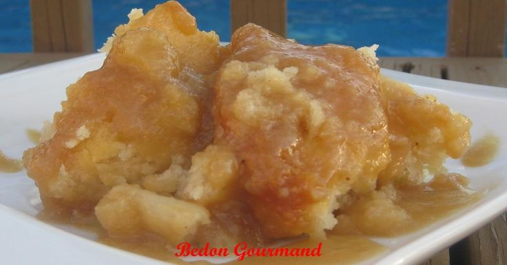 Coup de coeur gourmand pour ce gâteau chaud aux pommes et au sirop d'érable!