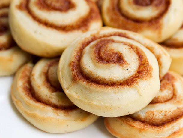 Skillingsboller - AKA Norwegian Cinnamon Buns (I've got an insane sweet tooth so I'd add some icing to these cute little buns.)