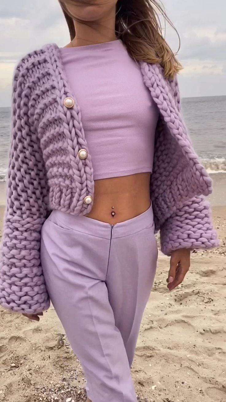 Crochet Shirt, Crochet Cardigan, Knit Fashion, Fashion Outfits, Diy Vetement, Cardigan Outfits, Chunky Cardigan Outfit, Sweater Knitting Patterns, Colorful Fashion
