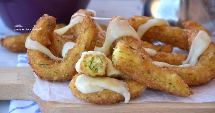 Ricetta churros salati alle zucchine perfetti per un antipasto oppure per un secondo sfizioso che vi lascera' senza fiato.