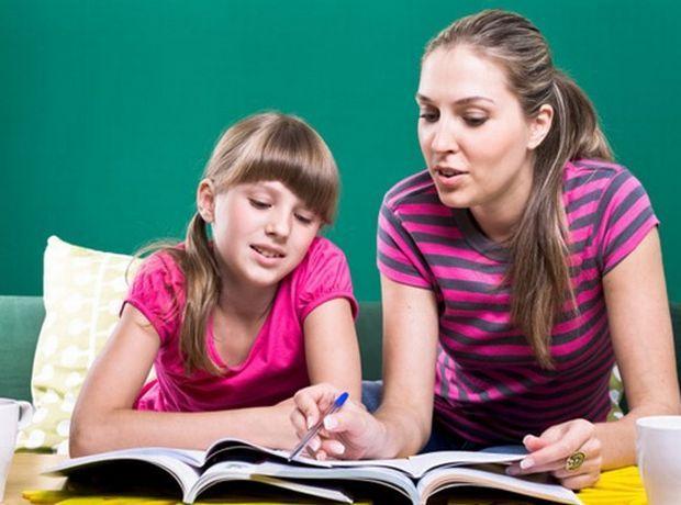 8 τρόποι για να κάνεις το παιδί σου να διαβάσει για το σχολείο χωρίς να γκρινιάζει