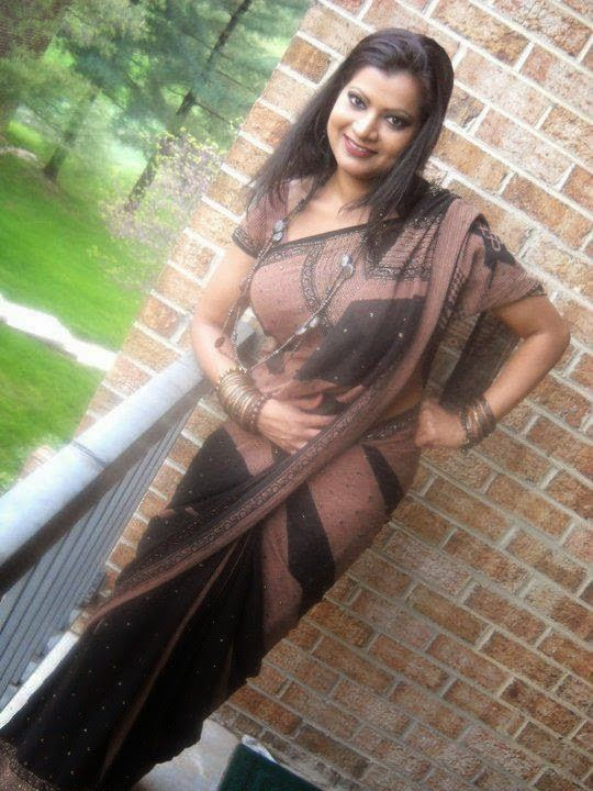 Hot Housewife Aunties Black Saree Pictures