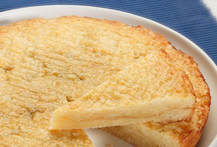Nog lekkerder dan die van grootmoeder Boterkoek kan soms heel zwaar smaken, door de hoeveelheid vet die erin zit. Aan ons de missie om die ouderwetse koek eens een opfrisbeurt te geven. Het geheime ingrediënt voor de allerlekkerste boterkoek die je ooit geproefd hebt is: citroen!  Het geeft die z