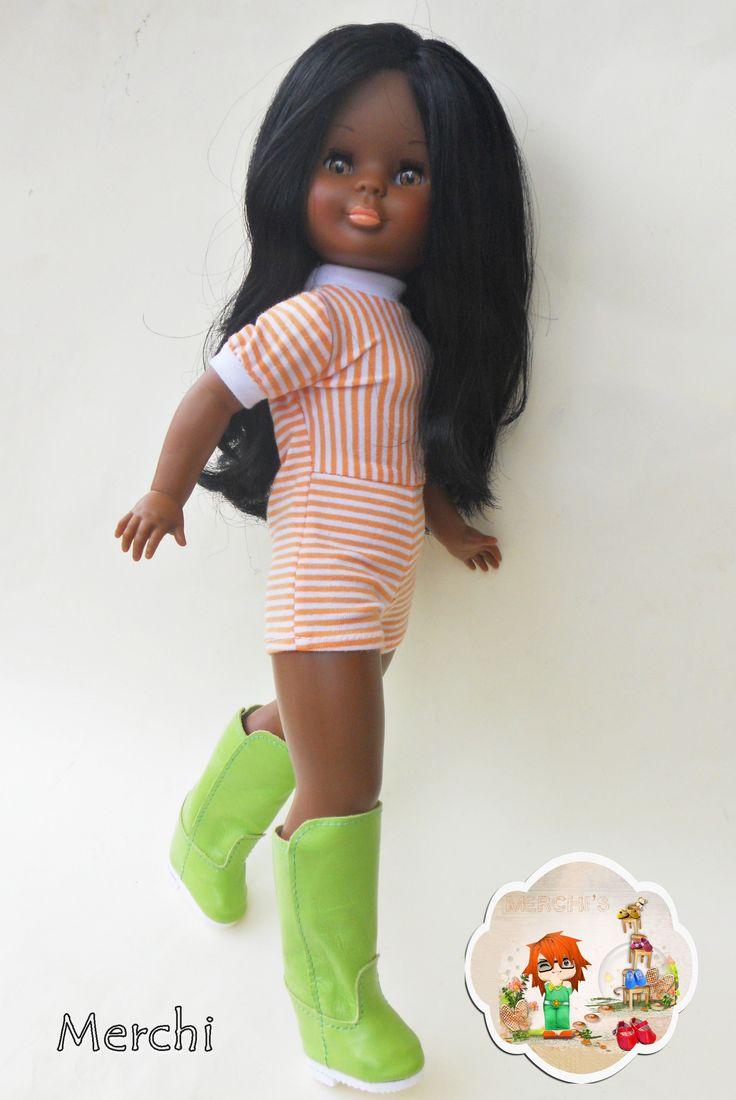Ella calza, Botas altas.