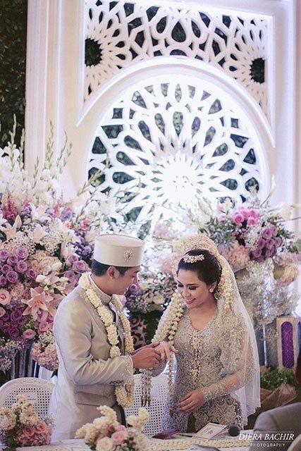 Pernikahan Adat Jawa Laya dan Wisnu di Jakarta