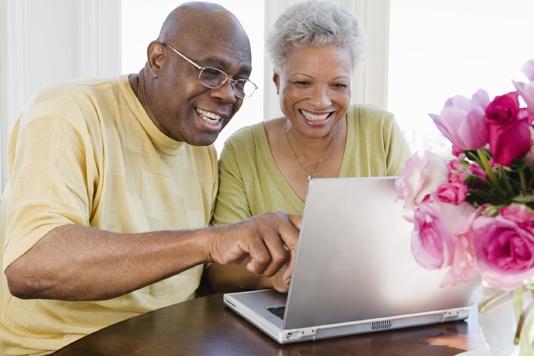 Quais são os hábitos da terceira idade na internet?