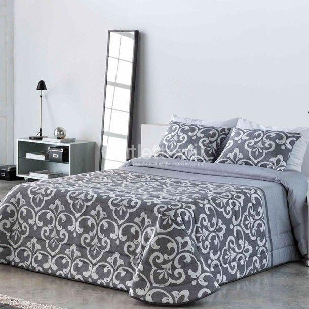 Edredón Conforter EVA de la firma Sandeco. Este nuevo edredón está confeccionado en tejido jacquard y presenta una gran cenefa de estilo damasco que cubre todo su diseño.