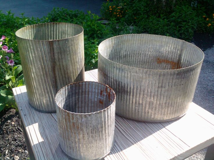 corrugated metal containers