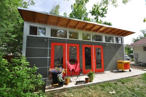 Guest And Art Studio With Garage Orange Doors Yard