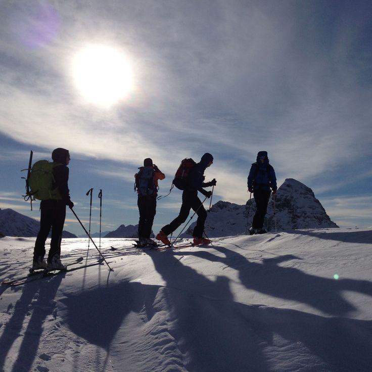ZIMNÍ EXPEDICE - OUTDOOROVÝ KURZ  Ideální lokalitou pro zimní teambuildingovou expedici jsou hřebeny Krkonoš nabízející spoustu exponovaných míst a úžasných výhledů. Expediční programy lze však realizovat téměř po celé republice...