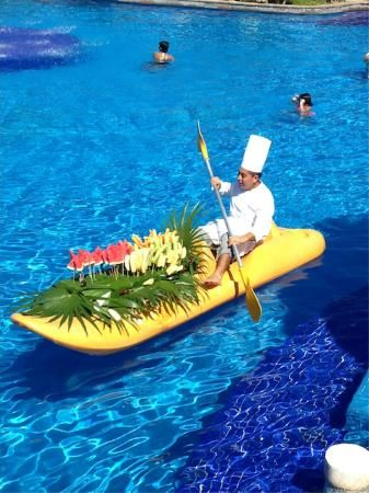 Wow!!! Le luxe!! Now Sapphire Riviera Cancun: Fresh fruit delivery in pool