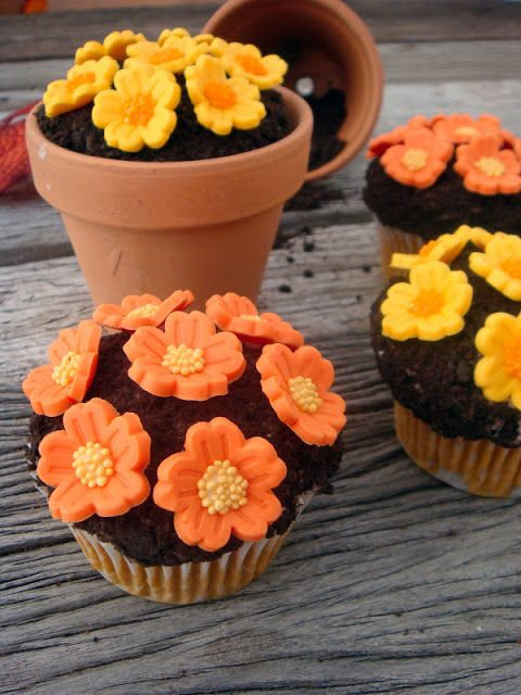 Fall Flower Pot Cupcakes, Im Going To Make This For My Friend:)