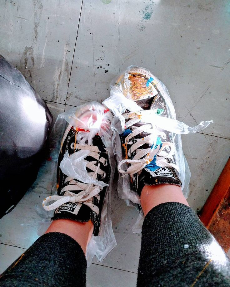 "Gefällt 36 Mal, 3 Kommentare - Anna (@annnasways) auf Instagram: ""Actionpainting is when u don't wear plastic foil to protect ur shoes but the ground from the paint…"""