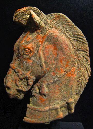 Cabeza de caballo en terracota, de Etruria. 300 a. C.