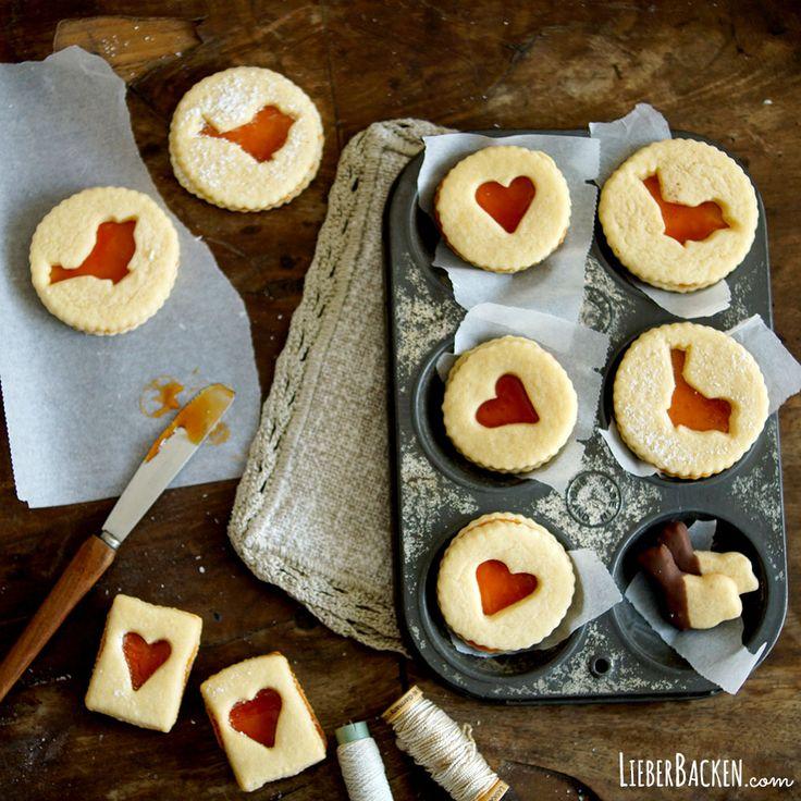 Linzer Kekse mit Hagebuttenmarmelade / Spitzbuben - (c) LieberBacken