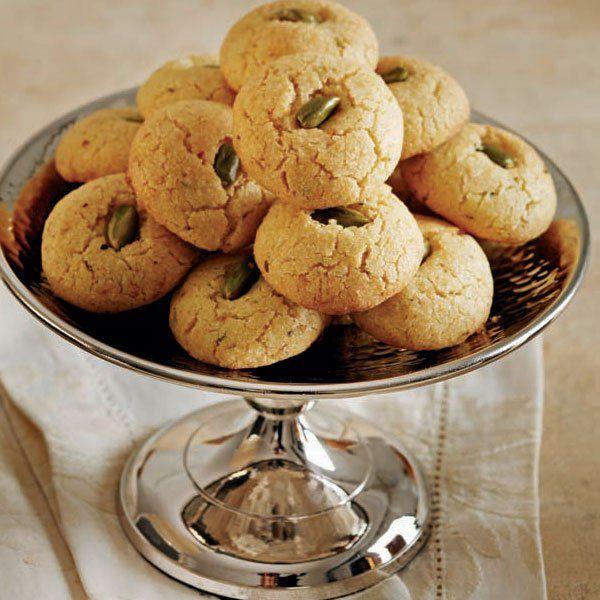 Gyrabeh, Lübnan mutfağı lezzetidir. Biçim olarak şekerpareye benzemekle birlikte, şerbetli bir tatlı değil, kurabiyedir. #Maximiles #guliya #gurme #gurmeseyahati #food #yemek #yemekler #gurme #seyahatrehberi #lezzetliyemekler #farklılezzetler
