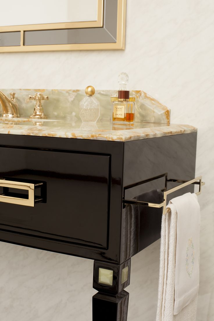 The preciousity of gold and the vanity of a decoration.  The new Decò is not afraid to dare and is sumptuously charming.